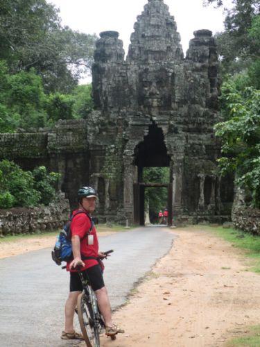 En bicicleta por el reino de los Khmers - Especial fin de año
